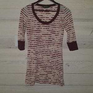 Maroon and cream 3/4 sleeve top